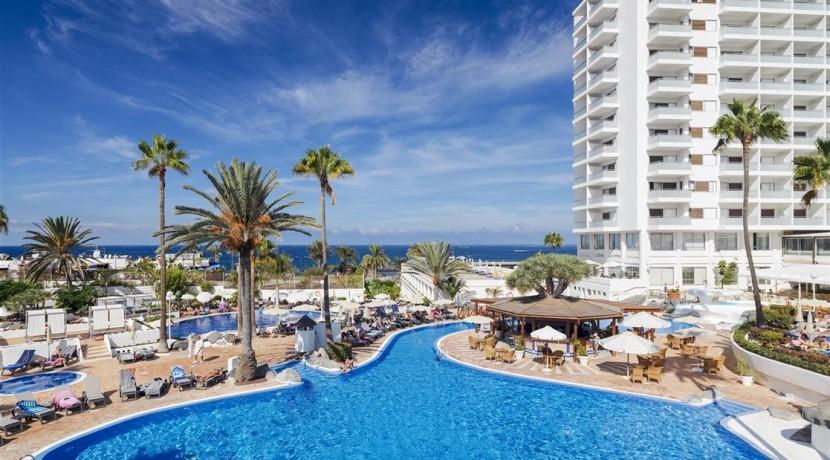1. HGT Hotel and swimming pool general view (Medium)