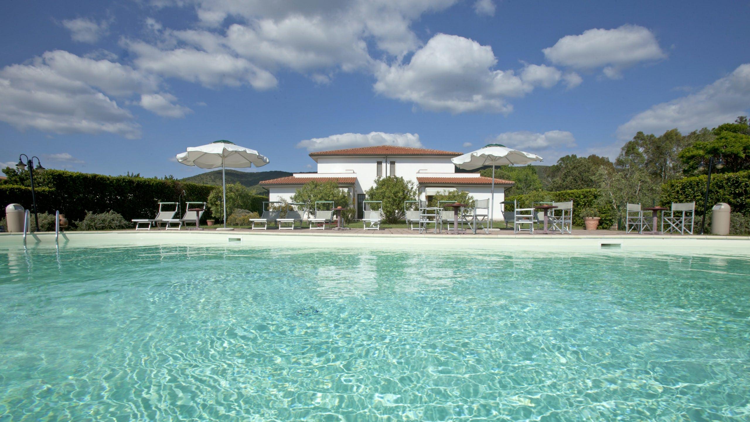 Tris Hotel Residence