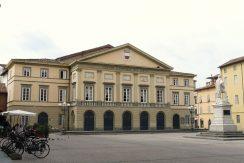 1280px-Lucca-teatro_del_Giglio-complesso1
