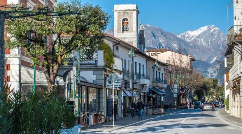 Forte-dei-Marmi-main-road-Tuscany