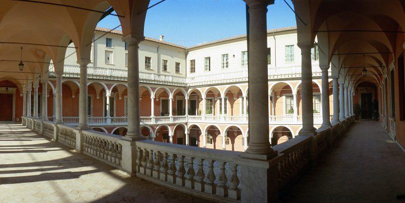 Palazzo_Ducale_loggiato_interno4
