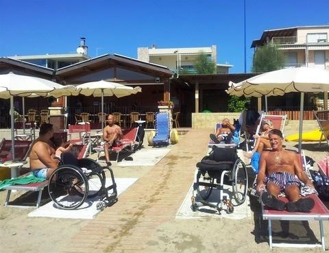 http://www.handysuperabile.org/wp-content/uploads/2016/07/vacanze-senza-barriere-1.jpg