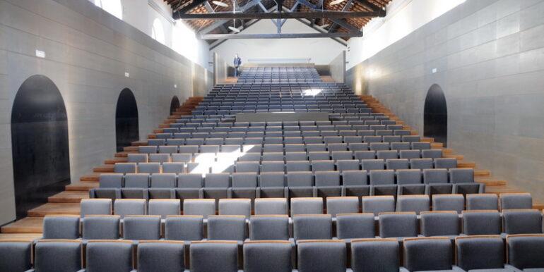 follonica, il palco del teatro fonderia leopolda pronto per lo s